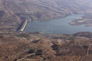 ワディ・ムジブのダムの写真・画像素材[734001]