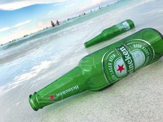 海とビール瓶の写真・画像素材[2122864]