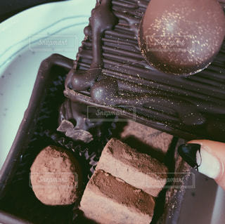 皿にチョコレートの写真・画像素材[1865312]