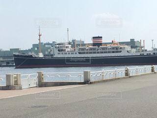 水の中の大型船の写真・画像素材[711374]