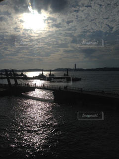 水の体の上の橋の写真・画像素材[762027]