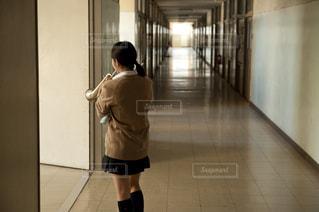 トランペットを吹く女子高生の写真・画像素材[695415]