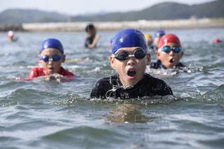 水体の人々 のグループの写真・画像素材[915993]