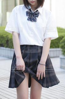 スカートをめくる女の子 - No.953973