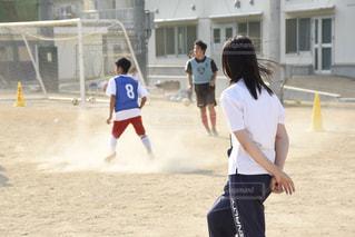 サッカー部のマネージャーの女の子の写真・画像素材[3217338]
