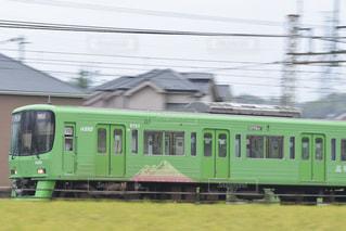 鋼のトラックに長い緑の鉄道 - No.760011