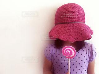 ピンクの麦わら帽子の写真・画像素材[705860]