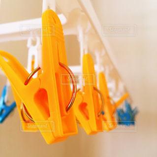 仕事待ちの洗濯バサミの写真・画像素材[709352]