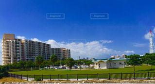 沖縄の宜野湾市にあるビーチの近くのホテルです。(*⁰▿⁰*)の写真・画像素材[711825]
