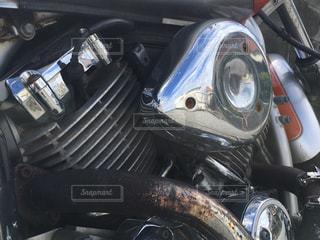 車の座席にバイクを止めたの写真・画像素材[816332]