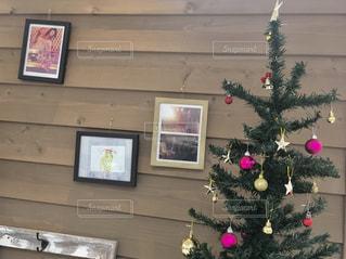 部屋のクリスマス ツリーの写真・画像素材[915538]
