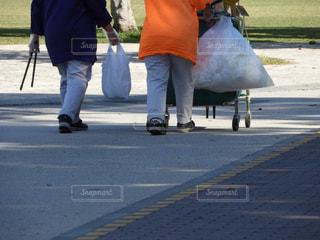 通りを歩く人々 のグループの写真・画像素材[917972]