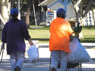 通りを歩く人々 のグループの写真・画像素材[917973]