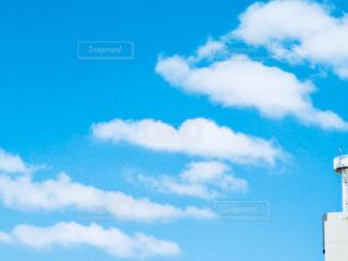 近くの青い曇り空 - No.985355