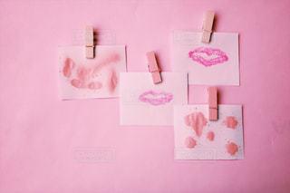 近くにピンクの壁のアップの写真・画像素材[1243399]