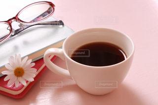 近くにコーヒー カップ☕️の写真・画像素材[1243446]
