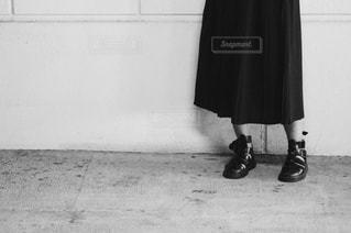 黒のドレスを着ている人の写真・画像素材[1439354]