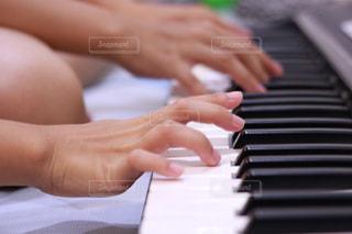 ピアノの鍵盤の写真・画像素材[1547901]