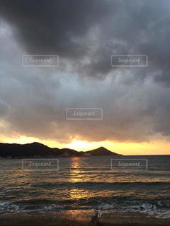 海に沈む夕日の写真・画像素材[736495]
