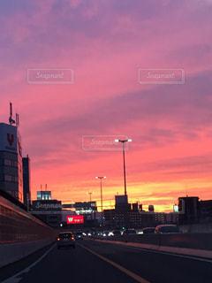 夕暮れ時の都市の景色の写真・画像素材[1199969]