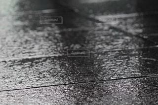 雨の道路の写真・画像素材[1203219]