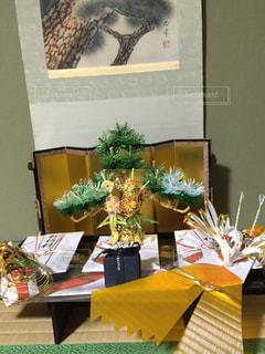テーブルの上の花の花瓶の写真・画像素材[1204659]