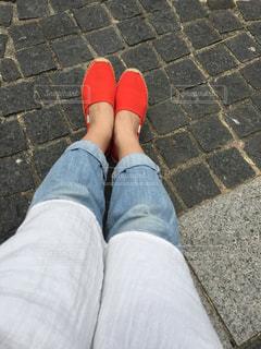赤白と青の靴の写真・画像素材[1207506]