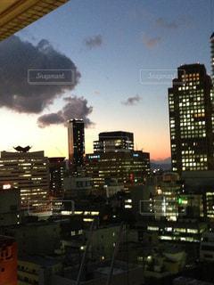 それから出てくる煙と市の写真・画像素材[1209808]