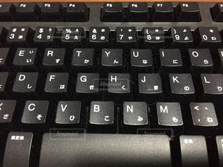 近くに黒のキーボードとマウスのの写真・画像素材[1209822]