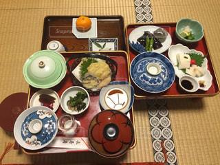 さまざまな食品の種類とトッピング木製のテーブル アイテムの写真・画像素材[1217049]