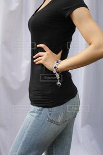 黒の t シャツの女性の写真・画像素材[1246221]
