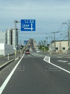道の端にサインの写真・画像素材[1254438]