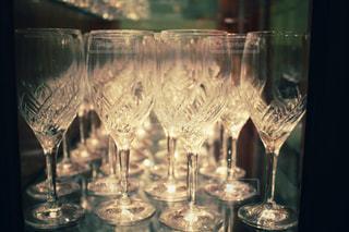 ワイングラスでいっぱいの写真・画像素材[1680590]