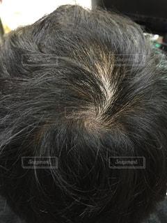 薄毛に悩む40代男性の写真・画像素材[1816671]