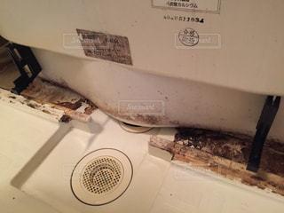 バスルームのエプロンを外した光景。掃除するぞ!の写真・画像素材[1826277]