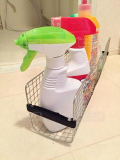 洗濯機横の隙間のケースを100均アイテムでDIYの写真・画像素材[1860558]