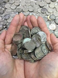 へそくり貯金、100円玉の写真・画像素材[2129305]