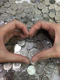 100円玉がいっぱいの写真・画像素材[2129308]
