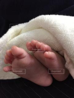 赤ちゃんの足の写真・画像素材[2129320]