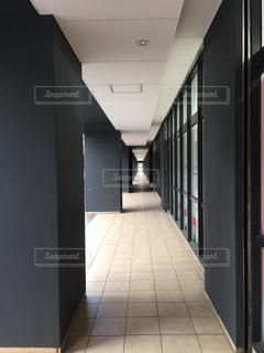 タイル張りの床の眺めの写真・画像素材[2863339]