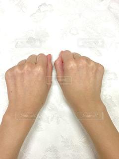 今のところシミのない手の甲の写真・画像素材[2873115]