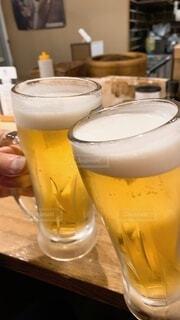 ビールで乾杯の写真・画像素材[4087769]