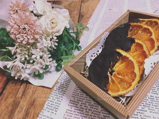 オランジェットと花束の写真・画像素材[1751976]