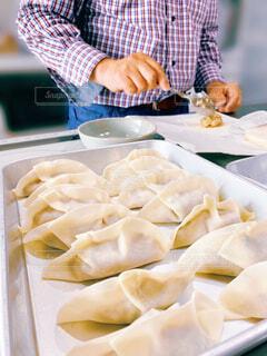 休日に料理をしている人の写真・画像素材[4570112]