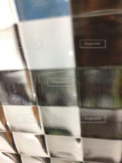 近くに白い壁のアップの写真・画像素材[710131]