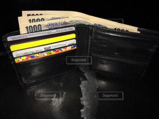 近くに黒のスーツケースのの写真・画像素材[1627558]