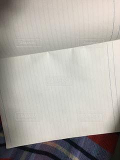 近くに一枚の紙のアップの写真・画像素材[1758062]