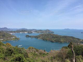 水の体の真ん中に島の写真・画像素材[742157]