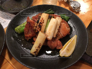 板の上に食べ物のボウルの写真・画像素材[759234]