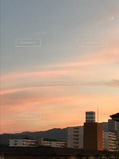 夕暮れ時の都市の景色の写真・画像素材[760986]